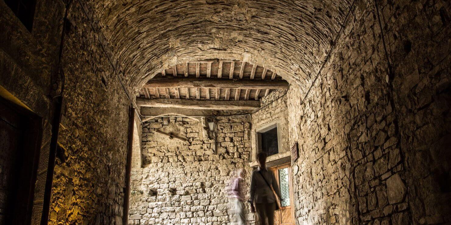 06-VisitChianti-Castellina-in-Chianti-shutterstock_129852188-1480x1066