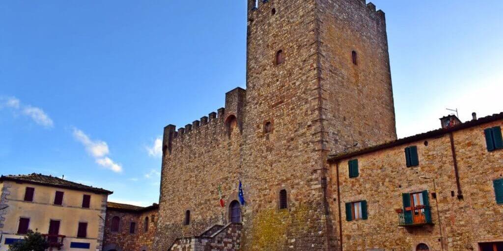 09-VisitChianti-Castellina-in-chianti-toscana-shutterstock_643799812-1663x1200