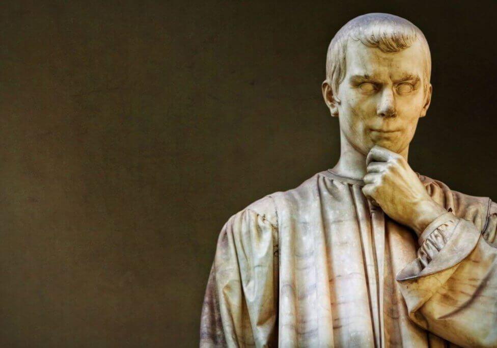 18-VisitChianti-Statua-Machiavelli-Firenze-San-Casciano-2073x1382
