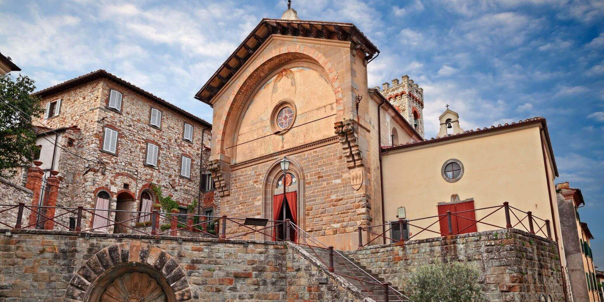 28-VisitChianti-Propositura-di-San Niccolo-Radda-in-chianti-toscana-shutterstock_1253689087-2068x1490